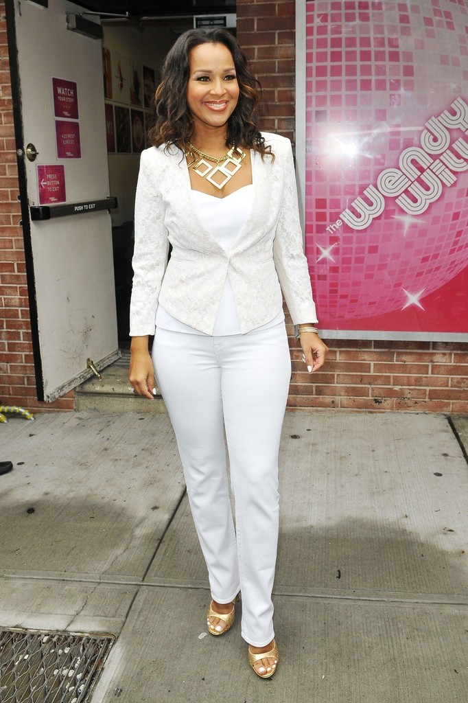 Admirable Lisa Raye Mccoy Photos Photos Lisaraye Mccoy Signs Autographs Short Hairstyles For Black Women Fulllsitofus