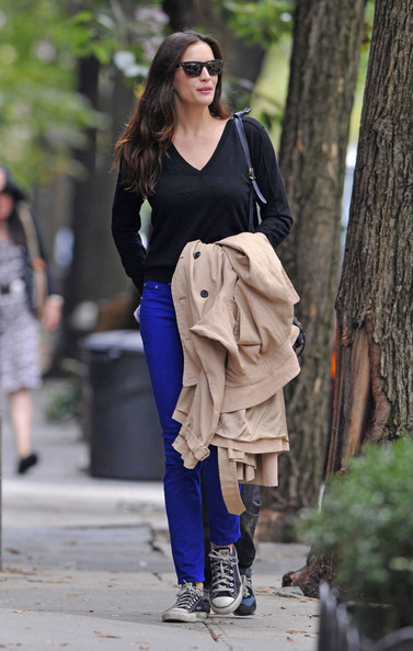 Liv Tyler PLAY DATE! - Liv Tyler and her son Milo spend a day together at a park in New York.  Liv lets her inner child out to play as she mingles with other children at the playground.