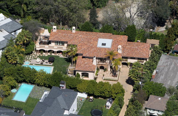 Miley Cyrus April 6, 2010. Country Music star Billy Ray Cyrus and his family live in this $6.2 million Toluca Lake mansion. The gated Mediterranean estate sits at the end of a tree-lined drive offering uncompromised privacy and seclusion. The 5 bedroom, 6 bath home offers a custom tiled gourmet kitchen with all Viking appliances, elegant living room with custom hand-carved marble fireplace. Both living room and family room are accented with hand-hewn beamed ceilings, a library, screening room, and a gym. The formal dining room has an adjoining climate controlled wine room and the garden is complete with outdoor kitchen, fireplace, and pool. .