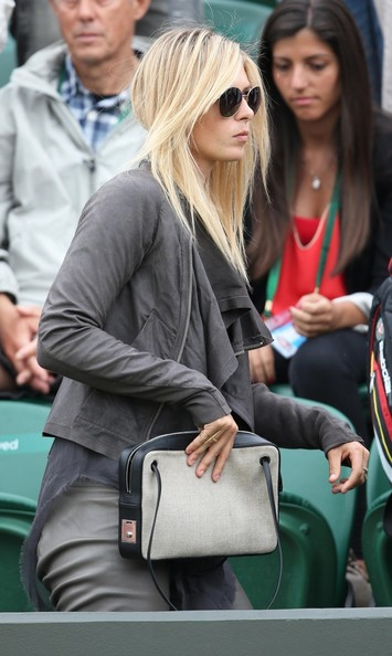 Maria Sharapova - Maria Sharapova Cheers On Her Boyfriend in London
