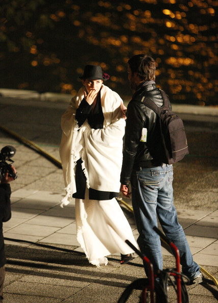 Emma Watson Finishes Filming an Ad []