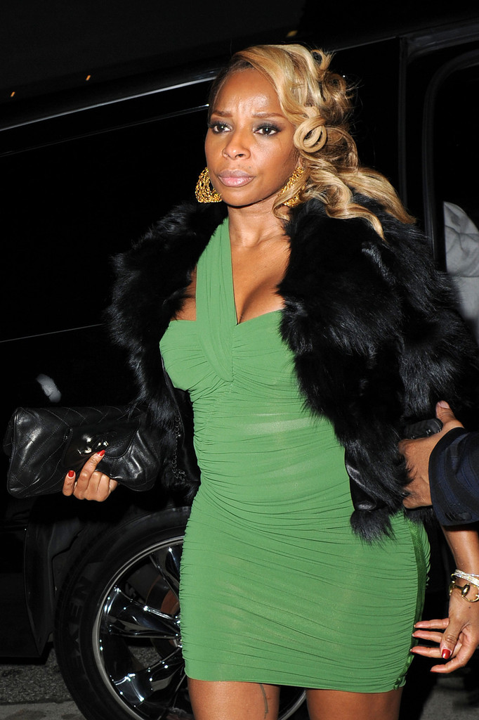 Mary J  Blige Photos Photos - Mary J Blige in Beverly Hills
