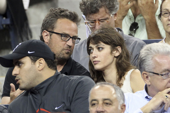 Matthew Perry and Lizzy Caplan Photos Photos - Zimbio