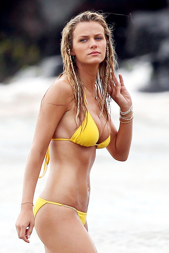 Brooklyn decker photos photos brooklyn decker on the set of just go