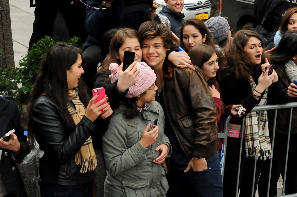 Harry Styles Photos One Direction Greets Fans In Nyc