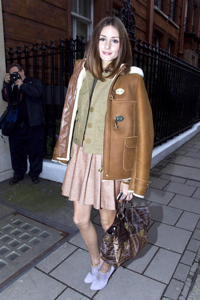Olivia Palermo Olivia Palermo carries her Mulberry Oak Alexa shoulder bag to the Mulberry Autumn /Winter 2011 salon show for London Fashion Week.