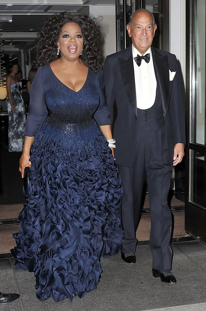 Oprah Winfrey Photos Photos - Oprah Winfrey Goes to the Costume ...