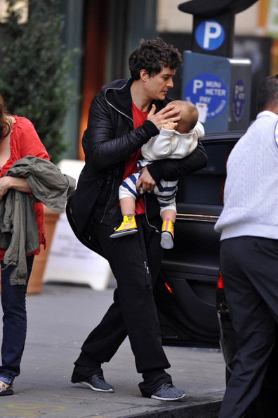 "Orlando Bloom DADDY DEAREST - Actor Orlando Bloom is spotted leaving his downtown NY apartment carrying his baby Flynn into a black car.  It is reported that Bloom will star in a new movie called ""Cities"" along side actorsClive Owen, Anil Kapoor and Kirsten Dunst."