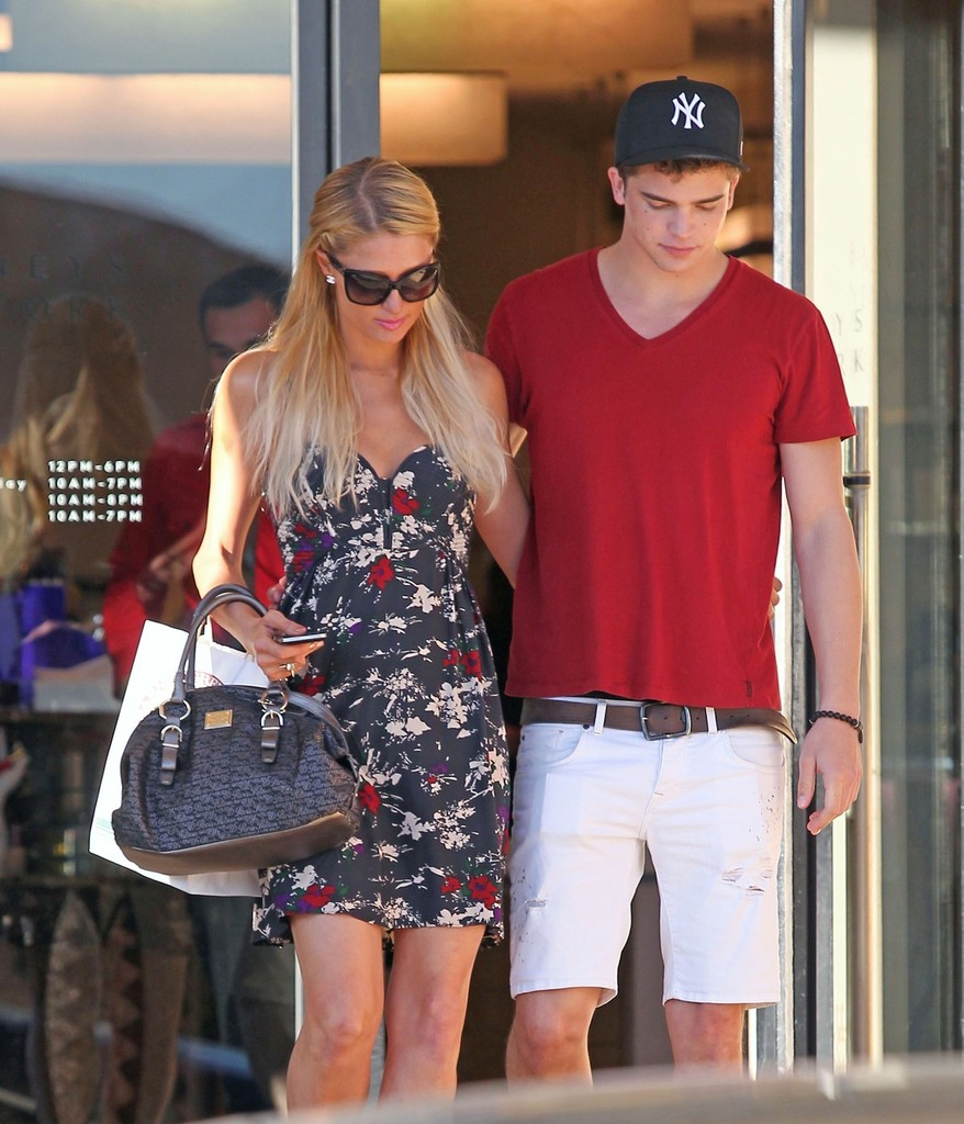 Paris Hilton And Her Boyfriend, Model River Viiperi, Make A Stop At Barney's New York For Some