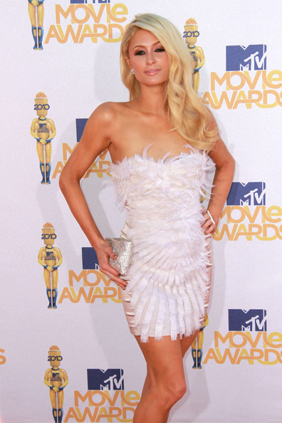 http://www4.pictures.zimbio.com/pc/Paris+Hilton+wearing+white+feather+mini+dress+ztJL5-E577Jl.jpg
