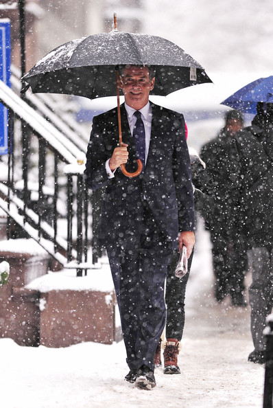 "Pierce Brosnan Pierce Brosnan continues filming ""I Don't Know How She Does It"" in spite of the snow at The Lion restaurant in NYC."
