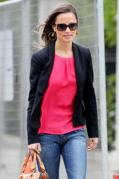 http://www4.pictures.zimbio.com/pc/Pippa+Middleton+Pippa+Middleton+OUt+London+KwAyJI-Vlu9l.jpg