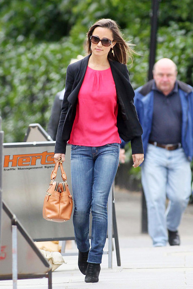 Pippa Middleton runs errands in London casually dressed in jeans and a pink top. The sister of Kate Middleton, now the Duchess of Cambridge, has become something of a style-icon since the Royal wedding, where she wore a beautiful Sarah Burton bridesmaids dress winning her fans worldwide.