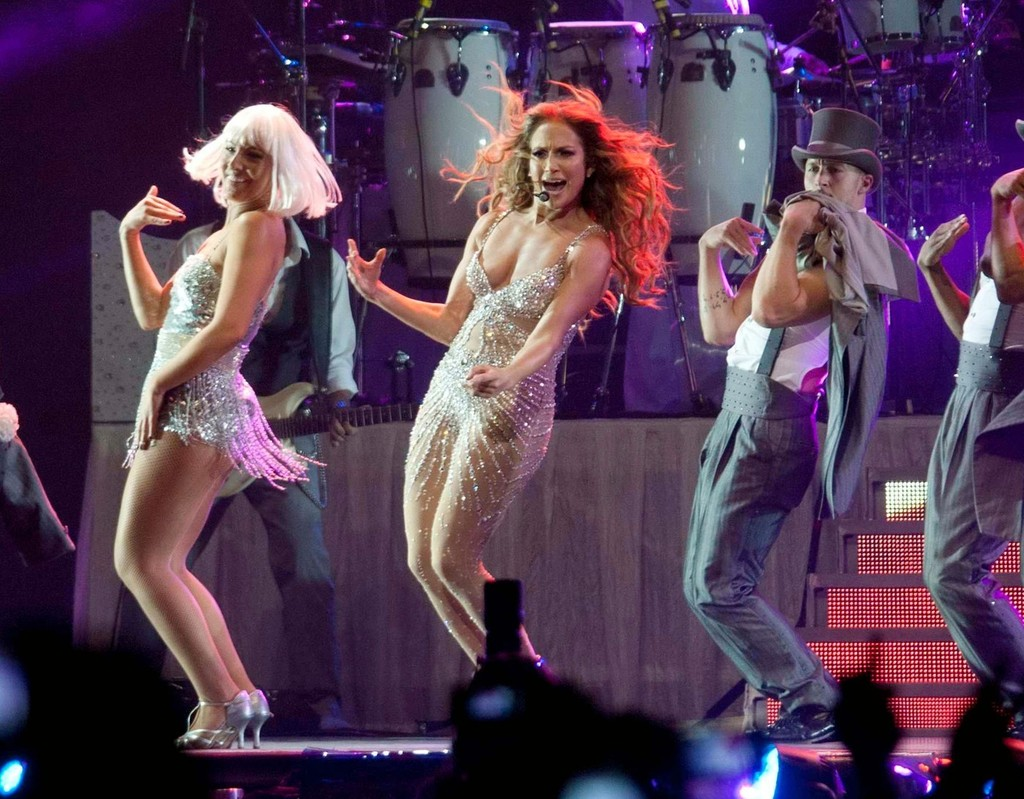 Jennifer lopez in jennifer lopez performs live zimbio Where does jennifer lopez live
