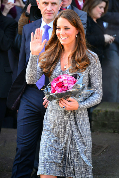 http://www4.pictures.zimbio.com/pc/Pregnant+Kate+Duchess+Cambridge+embarks+Royal+kJtj83i5DC9l.jpg