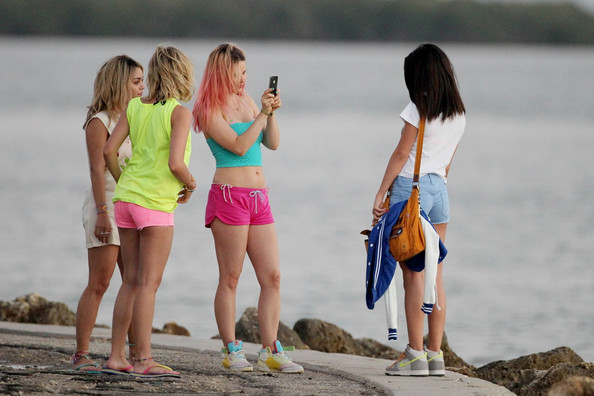 Rachel Korine - Selena Gomez, Ashley Benson, and Vanessa Hudgens on Set Together