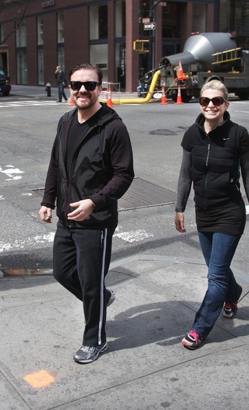 who is ricky gervais girlfriend. Ricky Gervais shows off his