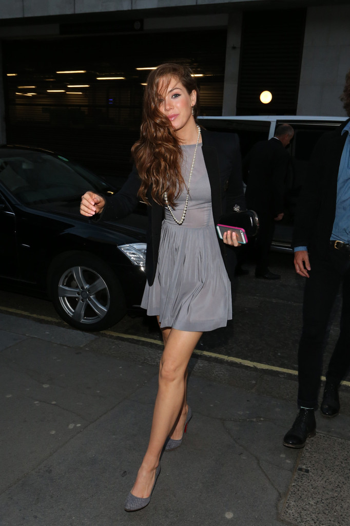 Roxanne Mckee Photos Photos The Playboy Club Launches In