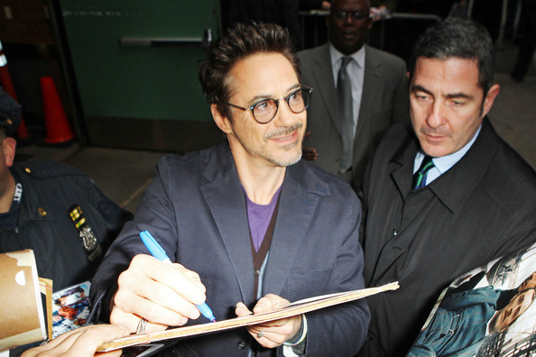 http://www4.pictures.zimbio.com/pc/Robert+Downey+Jr+Robert+Downey+Jr+Visits+Good+AJi3ECoacZBl.jpg