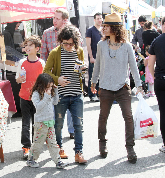 Sara Gilbert Sara Gilbert Photos Sara Gilbert Hangs Out At The Farmer S Market Zimbio