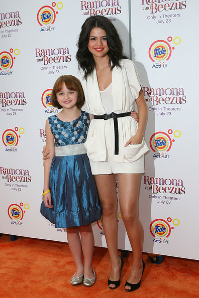 Who Is Selena Gomez Sister. joey king and selena gomez