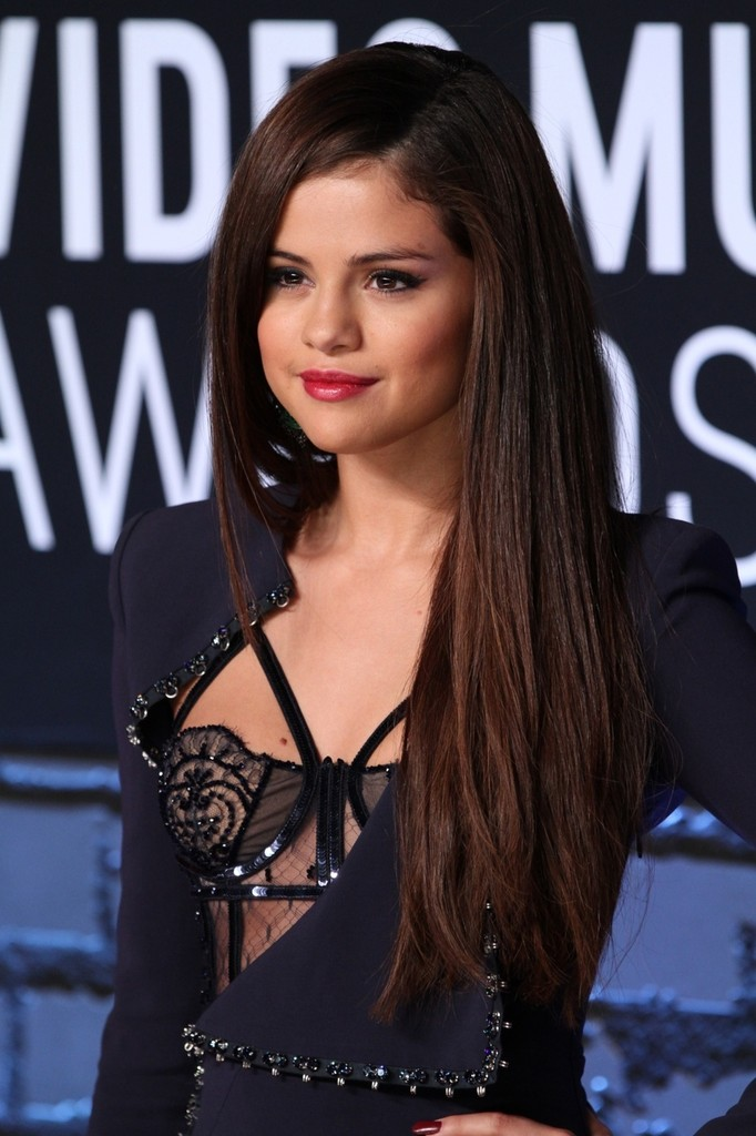 How To Diy Selena Gomez S Shiny Straight Hair From The