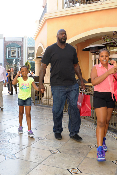 shaquille oneal photos photos shaq shops with his kids
