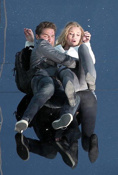 "Shia LaBeouf, Rosie Huntington-Whiteley and Tyrese Gibson film scenes for Micheals Bay's upcoming ""Transformers: Dark of the Moon"". The third installment of the franchise looked to be using 3D cameras while shooting a stunt scene. At one point, Shia and Rosie could be seen goofing off in between takes, playing a game of 'thumb war'."