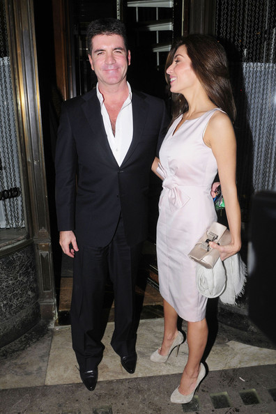 mezhgan hussainy and simon cowell. Simon Cowell and his fiancee Mezhgan Hussainy look loved-up as they enjoy a dinner date in London. The couple dined out at Mr Chow restaurant in London#39;s