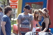 "Former ""Jericho"" co-stars Skeet Ulrich with daughter Naiia Rose and Alicia Coppola stop for a chat as they both do some shopping at a Los Angeles Farmer's Market."