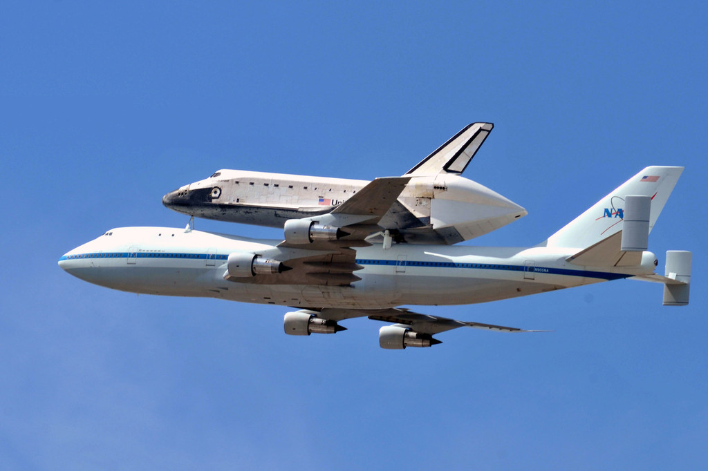 Space shuttle Endeavour makes it's final flight over the ...