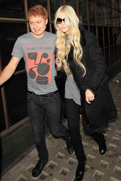 http://www4.pictures.zimbio.com/pc/Taylor+Momsen+Pretty+Reckless+leaves+BBC+Radio+NaoG8YH1eEal.jpg