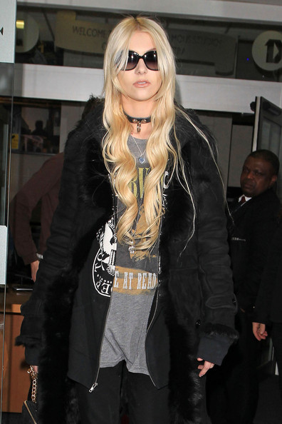 http://www4.pictures.zimbio.com/pc/Taylor+Momsen+Pretty+Reckless+leaves+BBC+Radio+V2ZTQTtWQIXl.jpg
