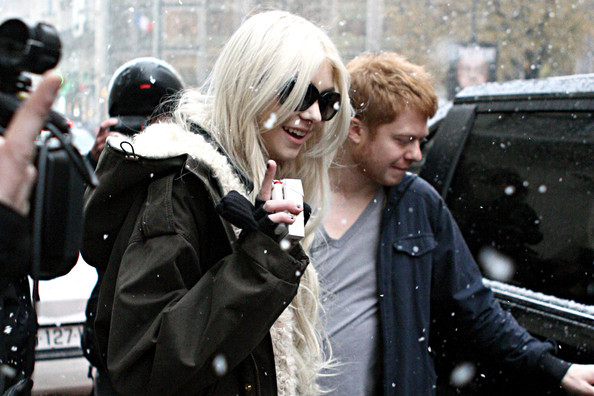 Taylor Momsen Taylor Momsen, lead singer of The Pretty Reckless, braves the snow as she leaves her Parisian hotel.