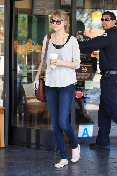 Taylor Swift - Taylor Swift Needs Her Starbucks