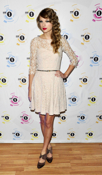 """Taylor Swift at the """"Teen Awards"""" in London []"""