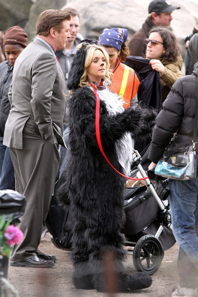 tina fey  jane krakowski and alec baldwin are all spotted filming a scene