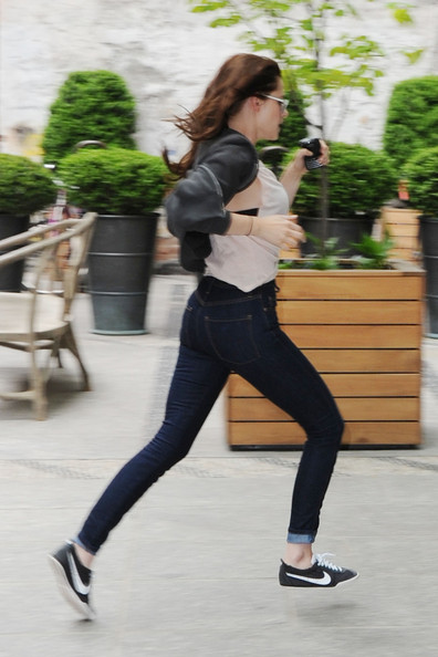 Kristen Stewart In Kristen Stewart Jogs Past The Photogs Zimbio