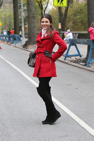 Victoria Justice : Victoria Justice at the 84th annual Macy's Thanksgiving Day Parade in New York City.