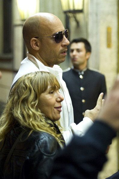 شرح تفاصيل Vin Diesel Paul Walker with Friends in Rome أخبار  2011 - 2012 Vin Diesel Paul Walker Friends Rome kYdrG7L2Wpyl.jpg