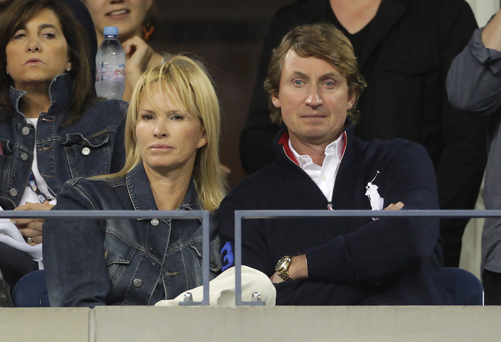 Wayne Gretzky - Wayne Gretzky Photos - Wayne Gretzky and Janet Jones at ...
