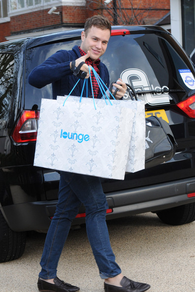 """Olly Murs """"The X Factor"""" contestant Olly Murs arrives back at the house carrying multiple="""