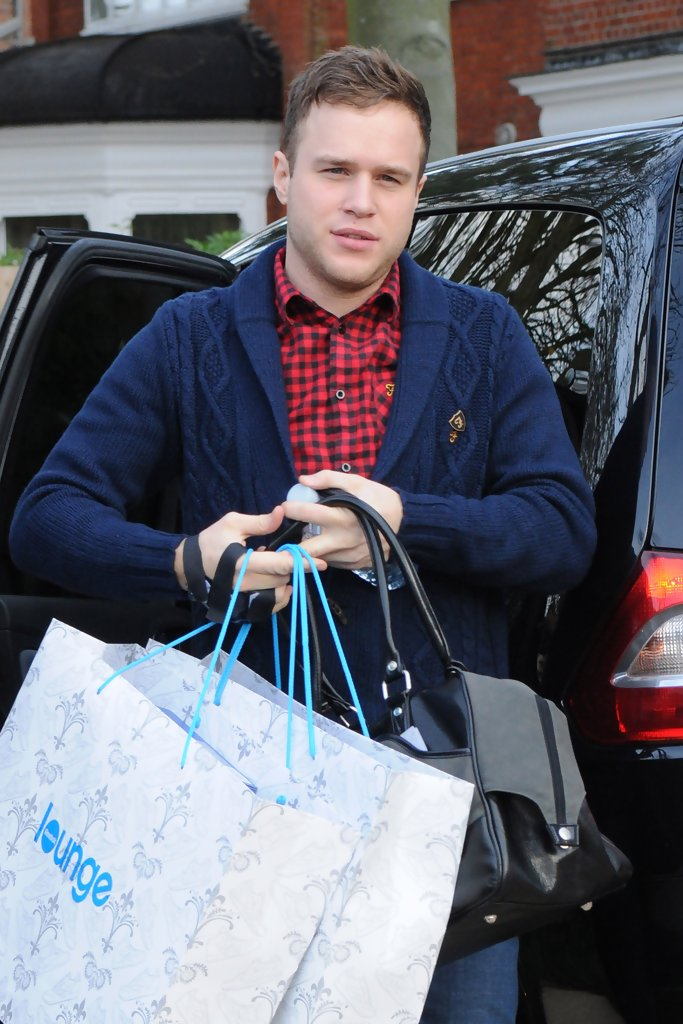 olly murs photos photos olly murs arrives at the house. Black Bedroom Furniture Sets. Home Design Ideas
