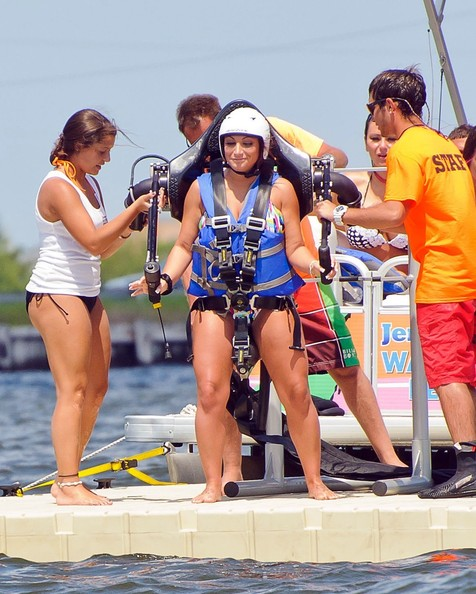 'Jersey Shore' Stars Rocket Over the Water