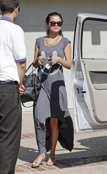 A smiling Selena Gomez seen leaving a Memorial Day beach party held at director Brett Ratners beach home in Malibu. Selena and boyfriend Justin Bieber have been in the press headlines this week after Justin reportedly assulted a photographer near his home in Calabasas.