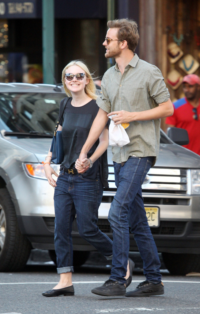 Dakota Fanning Shows Us How to Rock Boyfriend Jeans