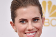 Allison Williams Classic Bun