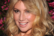 Ari Graynor Long Wavy Cut