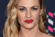 Erin Andrews Medium Wavy Cut