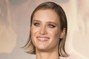 Mackenzie Davis Short Side Part
